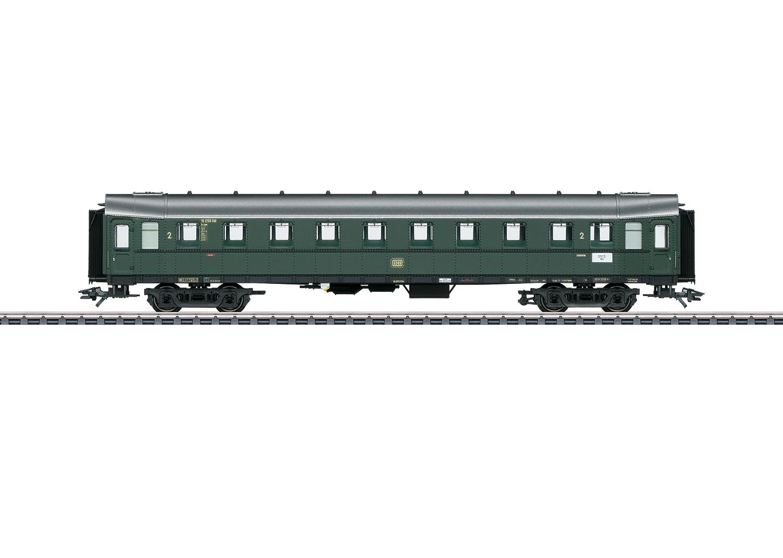 """""""Hecht"""" / """"Pike"""" Express Train Passenger Car, 2nd Class"""