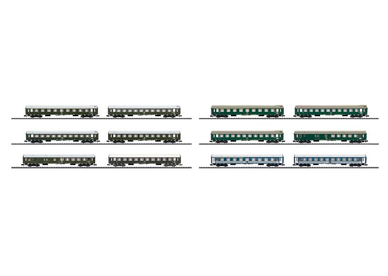 Display mit 12 internationalen Schnellzugwagen.