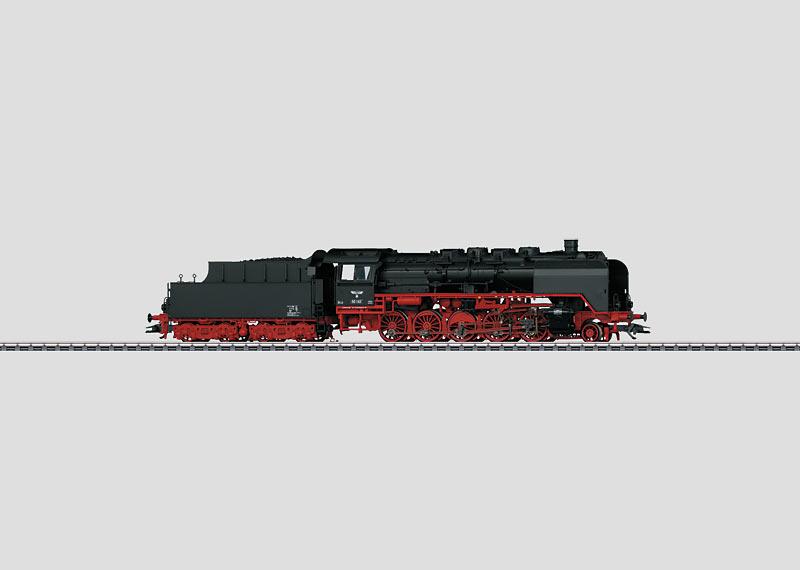 Güterzug-Dampflokomotive mit Schlepptender.