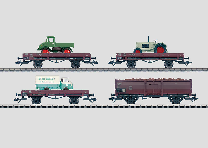 """Set with 24 Freight Cars in a """"Farming"""" Display."""