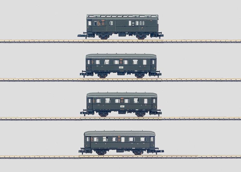 """Personenwagen-Set """"Höllentalbahn""""."""