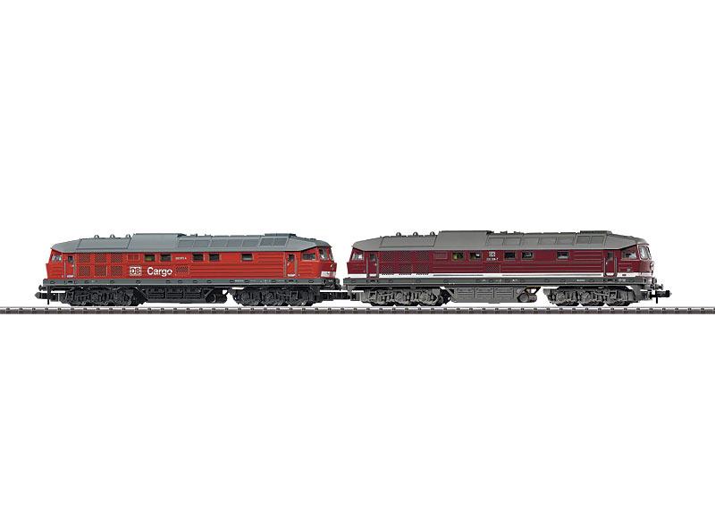 Diesellokomotive in Doppeltraktion.