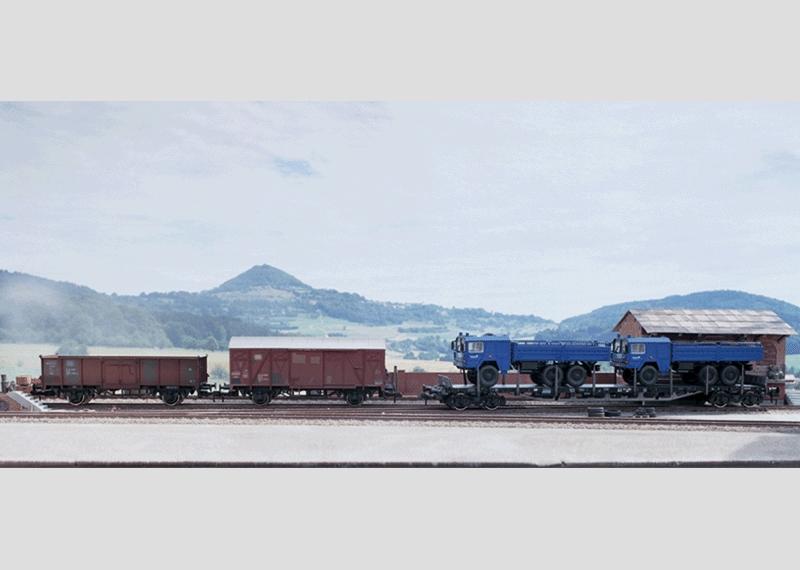Offener Güterwagen mit Beladung.