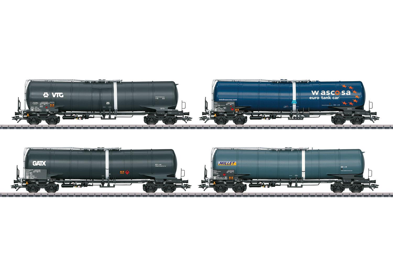 Güterwagendisplay mit 12 Kesselwagen der Bauart Zans und Zacns.
