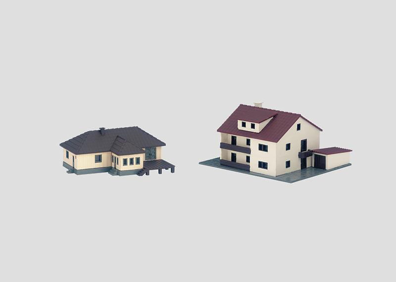 Bausatz Wohnhaus und Mehrzweckgebäude.