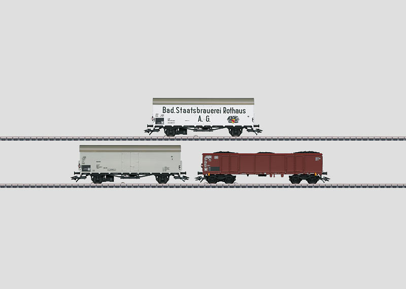 """""""Red Marker Lights"""" Display with 12 Freight Cars."""