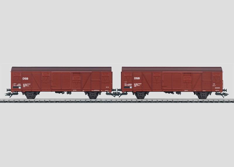 Set - 2 gedeckte Güterwagen.