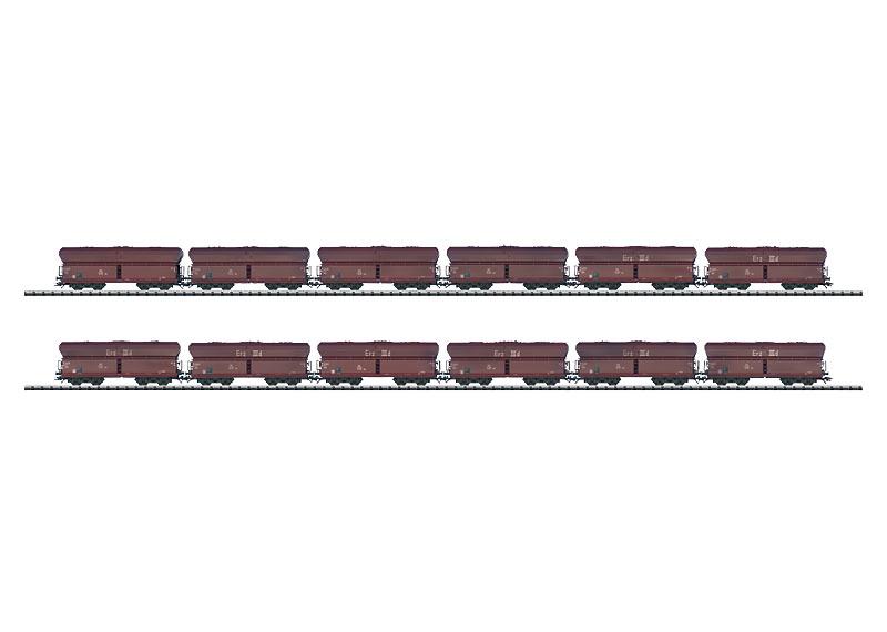 """Set mit 12 Güterwagen im Display """"Der Lange Heinrich""""."""