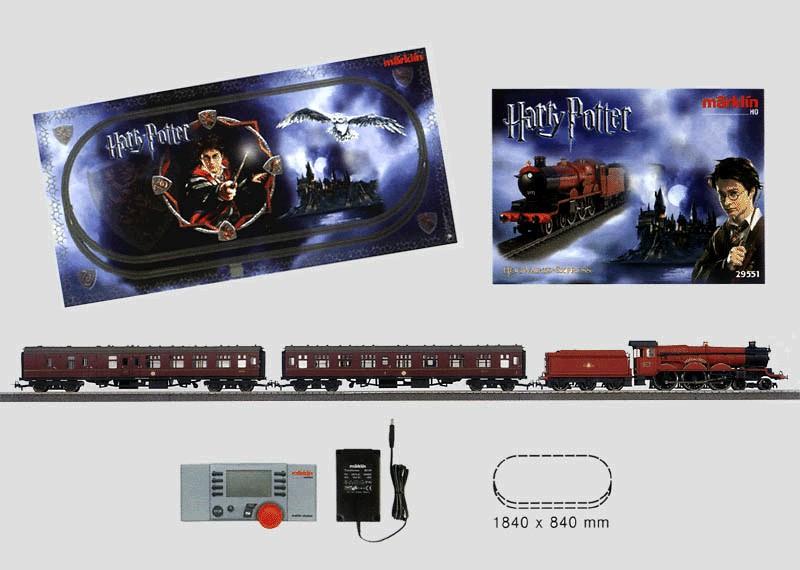 """Personenzug-Packung """"Hogwarts ExpressTM"""" 120 Volt mit C-Gleis-Anlage, Transformator und Mobile Station."""