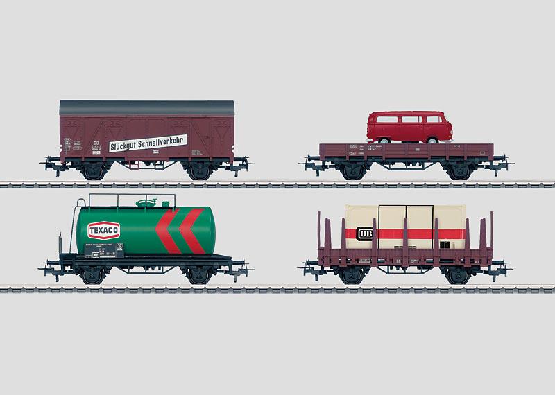 Set mit 24 Güterwagen im Display.